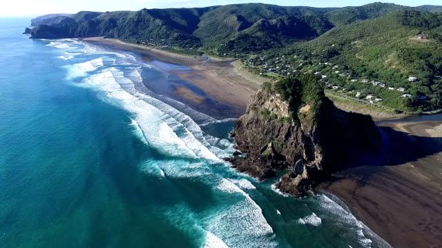 vídeos y material grabado en eventos de stock de playa de piha - nueva zelanda