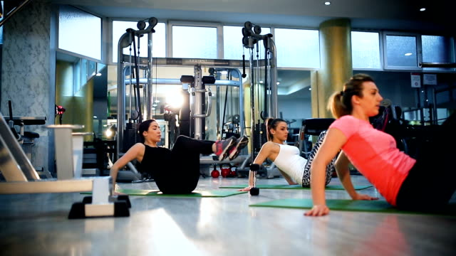 pilates class exercising at fitness studio - donna forzuta video stock e b–roll