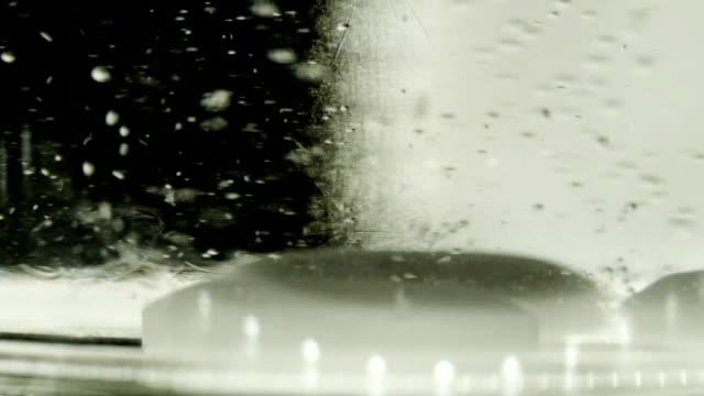pill drop and dissolve in water - vitamin d stok videoları ve detay görüntü çekimi