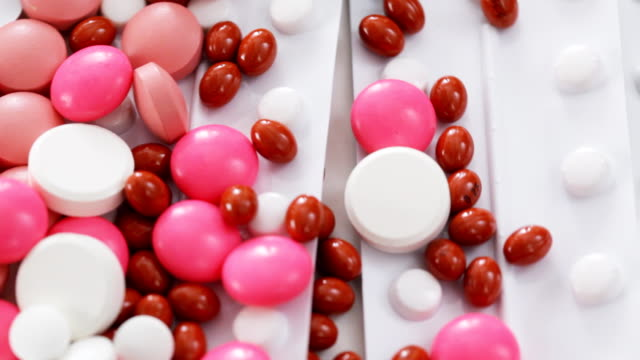 stockvideo's en b-roll-footage met pills and medications - doordrukstrip