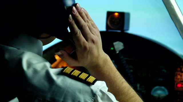 Pilot receives a message from dispatcher, continues flight, air transportation video