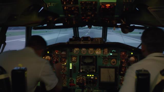 pilots walking into cockpit and preparing for flight - kabina filmów i materiałów b-roll