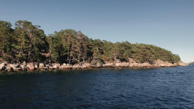 tallskogens ö i stockholms skärgård - ferry lake sweden bildbanksvideor och videomaterial från bakom kulisserna