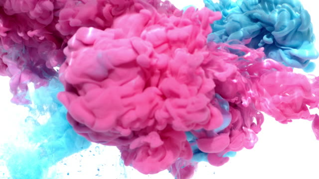 vídeos de stock e filmes b-roll de pink and blue ink in water - matéria corante