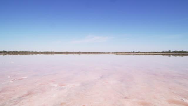 vidéos et rushes de panorama du lac pink - lac salé