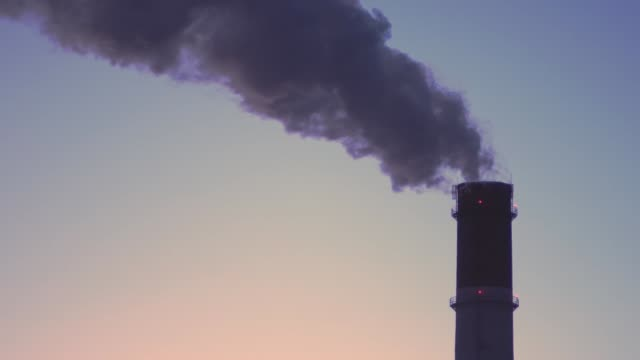pipe of thermal power plant on a frosty winter day - centrale termoelettrica video stock e b–roll