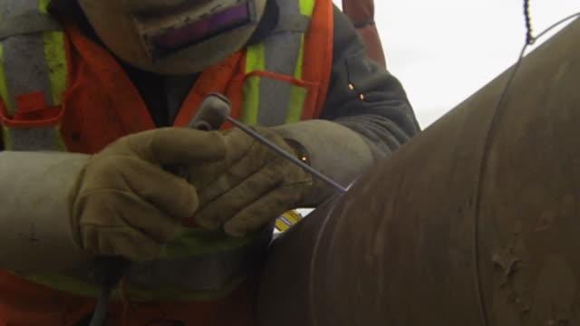 pipe svetsning - pipeline bildbanksvideor och videomaterial från bakom kulisserna