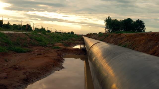 rörledning i solnedgången - pipeline bildbanksvideor och videomaterial från bakom kulisserna