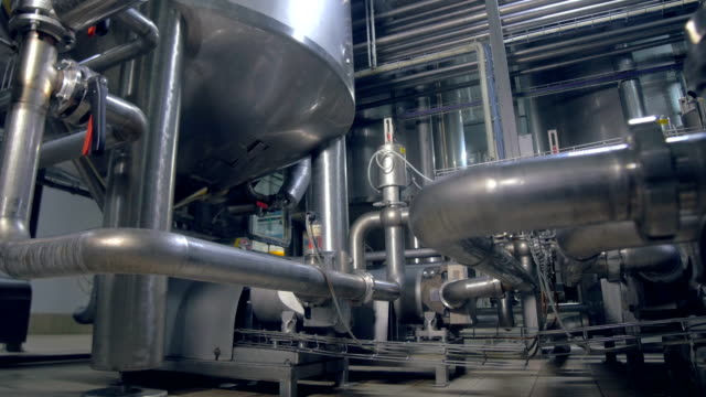 Rohrleitung. Das Close-up shooting des Werks-Pipeline. Dolly. 4K. – Video