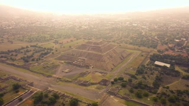 piramide del sol in teotihuacan aerial