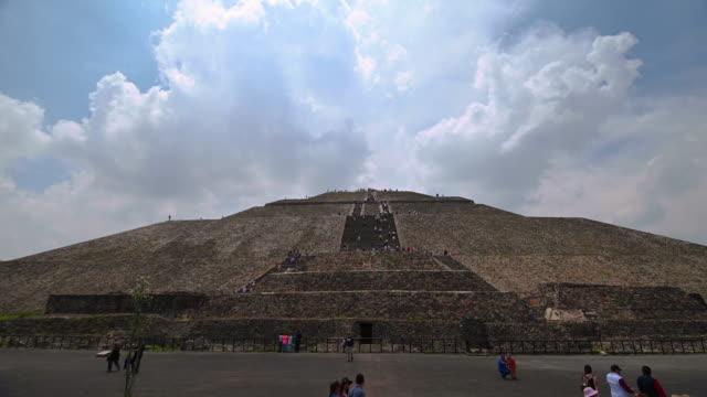 piramide del sol in teotihuacan