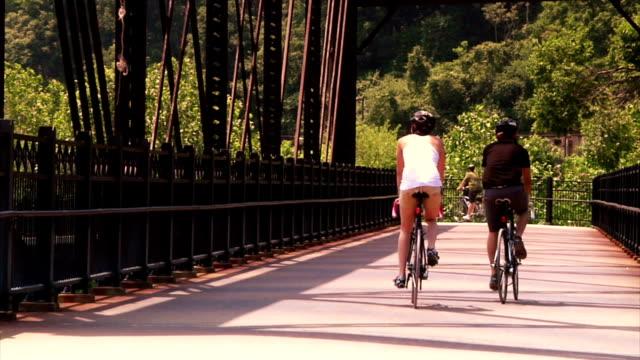 pittsburgh bicyclists - wiejska droga filmów i materiałów b-roll