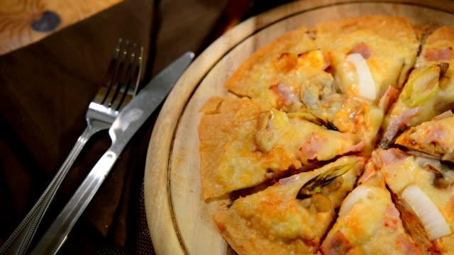 Pizza crispy thin,Italian food,junk food video