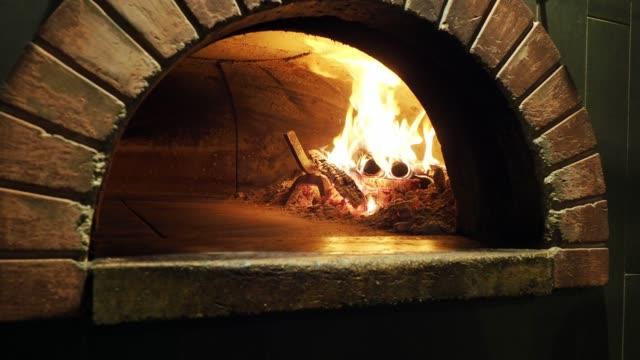 pizza margherita inside the oven - pane forno video stock e b–roll