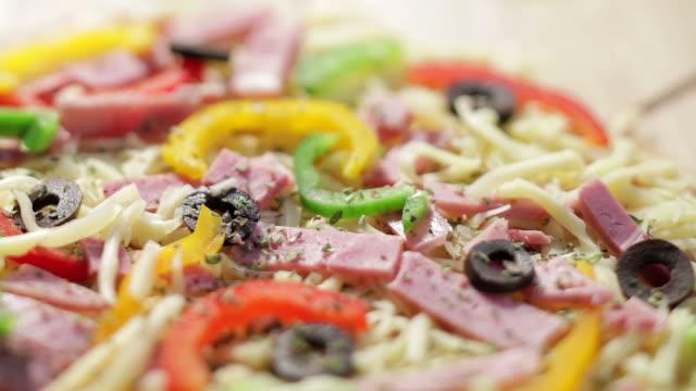 vídeos y material grabado en eventos de stock de pizza - pimiento verde