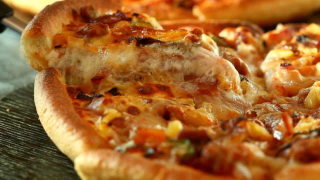 ピザ - チーズ 溶ける点の映像素材/bロール