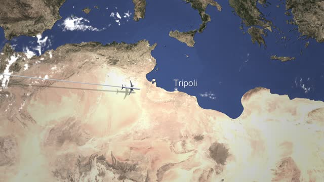aereo in arrivo a tripoli libia da ovest - libia video stock e b–roll