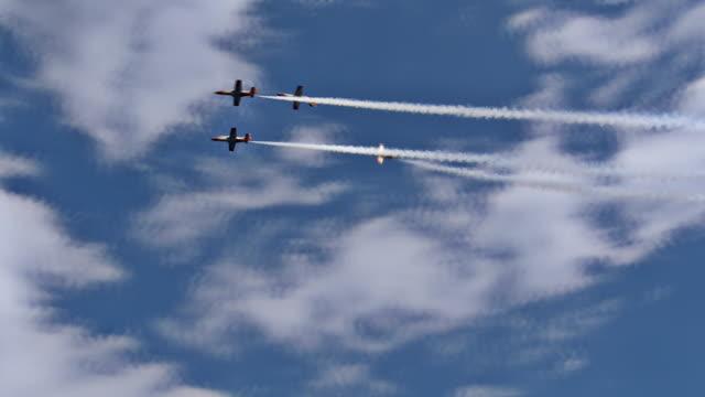 Plane fleet formation manouver video
