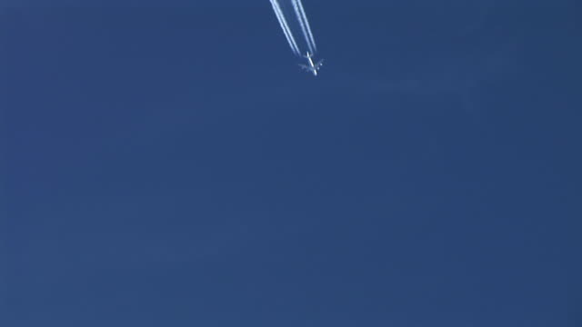 HD: Plane in the sky video