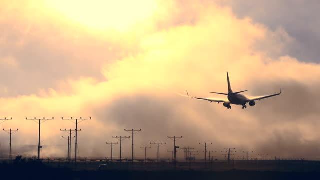 Plane landing at LAX airport video
