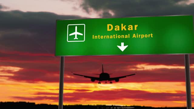 atterraggio aereo all'aeroporto di dakar senegal - dakar video stock e b–roll