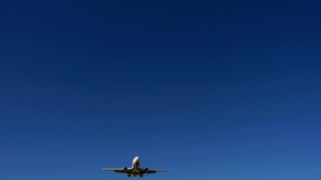 aereo atterraggio - passare davanti video stock e b–roll