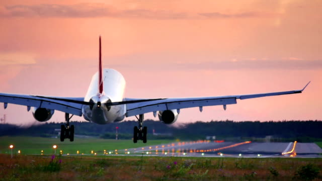 평면 가공 패스 오버헤드 평면 가공 패스 오버헤드 - 항공 비행체 스톡 비디오 및 b-롤 화면