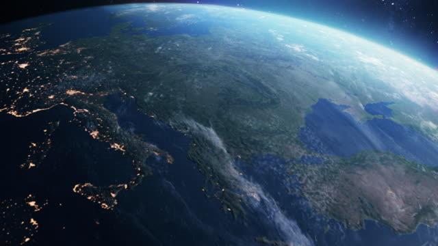 planet erde. tag zu nacht. orbiting über südeuropa - europa kontinent stock-videos und b-roll-filmmaterial