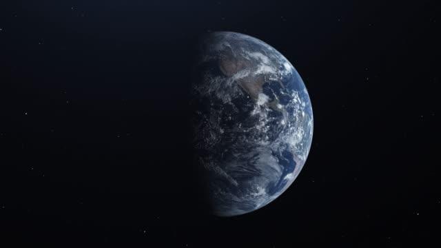planet erde aus dem all. realistische welt kugel drehen langsam animation. realistische atmosphäre. sternenhimmel - europa kontinent stock-videos und b-roll-filmmaterial