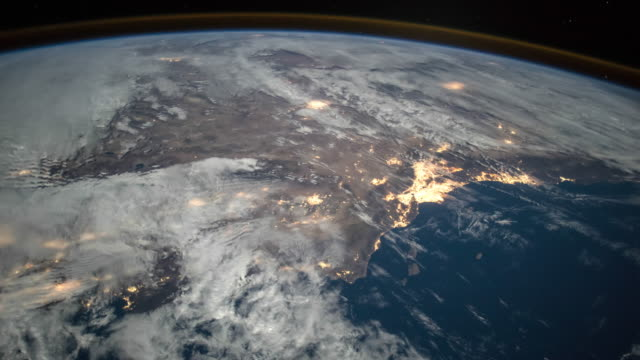planet earth seen from space. real video. no cgi. taken from international space station - płaski filmów i materiałów b-roll