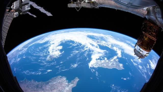 vídeos y material grabado en eventos de stock de planeta tierra visto desde el espacio. video real. sin cgi. tomado de la estación espacial internacional - amarrado