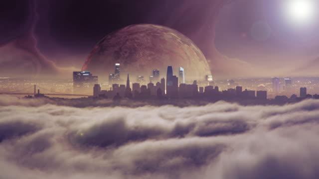 gezegen futuristik bir dünyada şehir siluetinin üzerinde yükselen - fantastik stok videoları ve detay görüntü çekimi