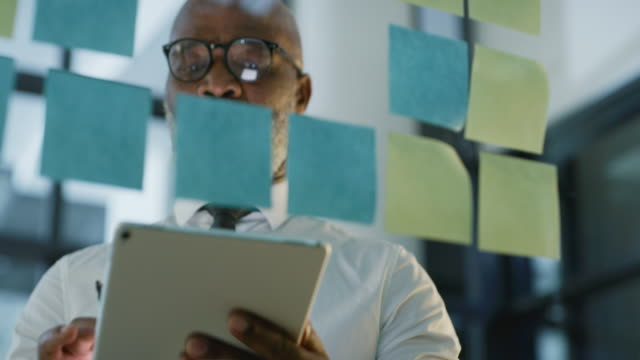 planning ahead is how you stay ahead in business - post it video stock e b–roll