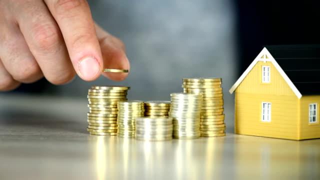 pianificazione dell'acquisto di risparmi immobiliari - proprietà della casa - risoluzione 4k - guadagnare soldi video stock e b–roll
