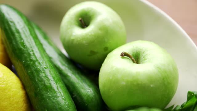 acqua vegetale - sedano video stock e b–roll
