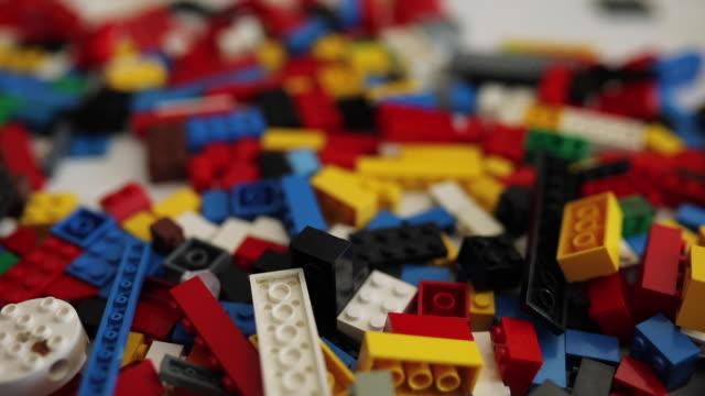 plastic block toy bricks video - zabawka filmów i materiałów b-roll