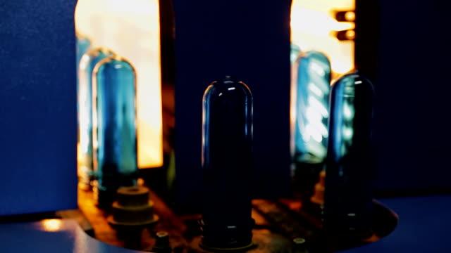 plast förformer uppvärmd i ugnen för produktion av flaskor - pet bottles bildbanksvideor och videomaterial från bakom kulisserna