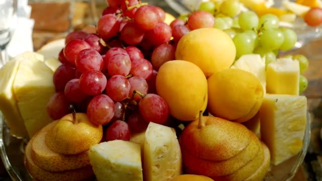 vídeos de stock, filmes e b-roll de prato de frutas sortidas - fruit salad
