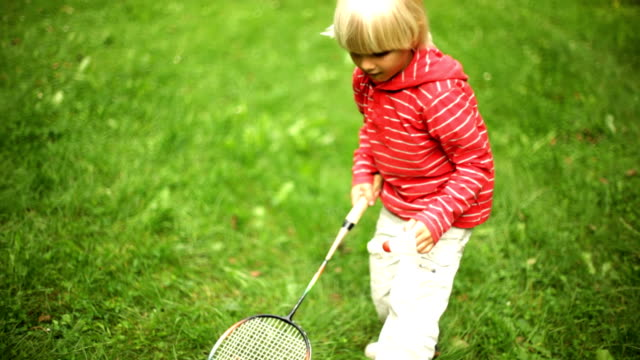 play badminton video