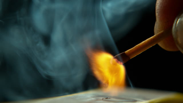 vídeos de stock e filmes b-roll de play with matches and you might get burned - fogo posto
