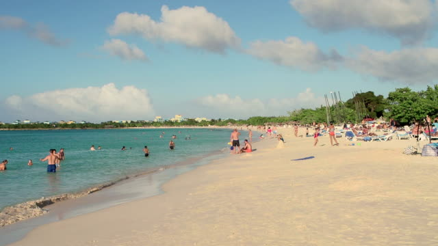 Playa Pesquero, Cuba video