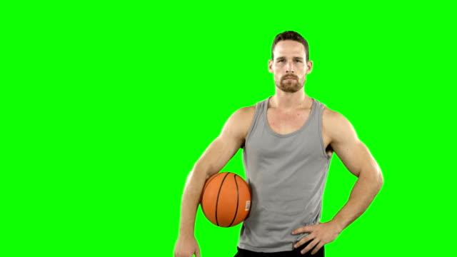 Jugador con baloncesto - vídeo