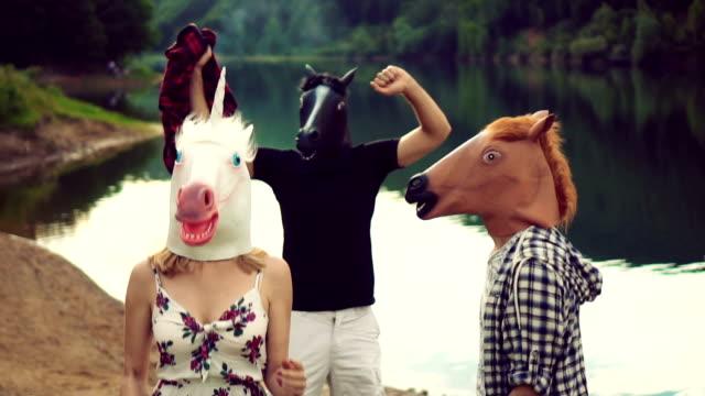 vidéos et rushes de ludique de chevaux - tête d'un animal