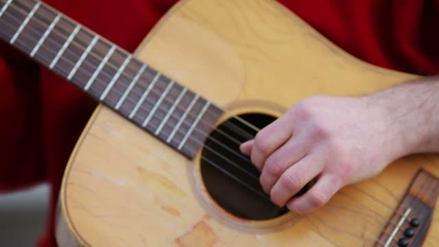 playing guitar - intoning bildbanksvideor och videomaterial från bakom kulisserna