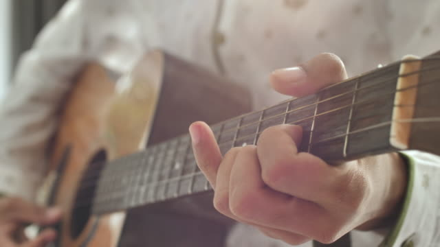 playing guitar - chitarra video stock e b–roll