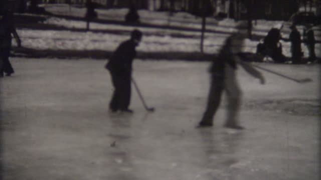 spielen hockey, 1940 er - hockey stock-videos und b-roll-filmmaterial