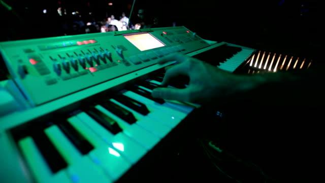 vidéos et rushes de clavier de jeu - synthétiseur