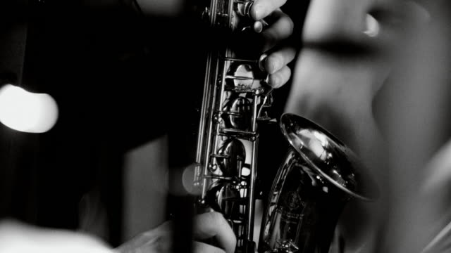 playing live jazz concert: saxophone - praticare video stock e b–roll