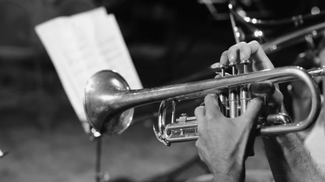 playing live jazz concert: trumpet - praticare video stock e b–roll