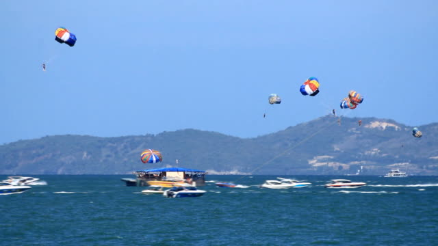 playing parasailing on the sea - pattaya bildbanksvideor och videomaterial från bakom kulisserna